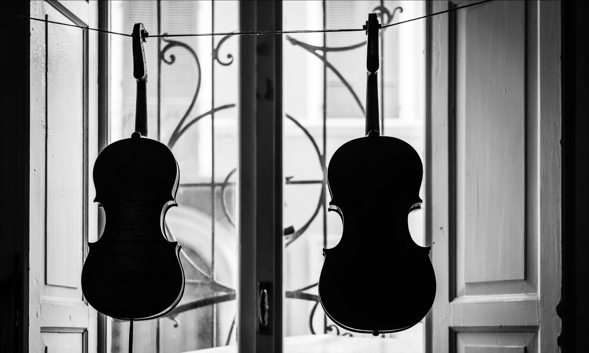 violini-alla-finestra